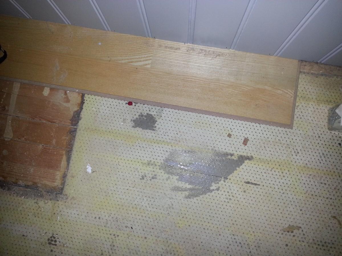 fjerne gammelt underlag for parkett teppe byggebolig. Black Bedroom Furniture Sets. Home Design Ideas