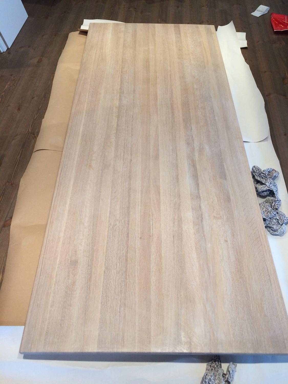 Lakkert heltre eikebord blir lysoljet - image.jpg - EllenV