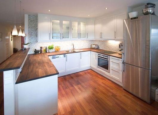 Hvilket kjøkkenfarge passer til merbau parkett?   byggebolig.no