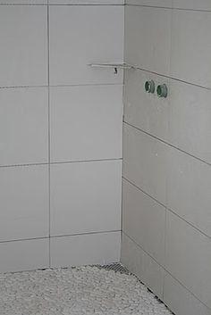 Lys gr? fliser bad eller hvite?