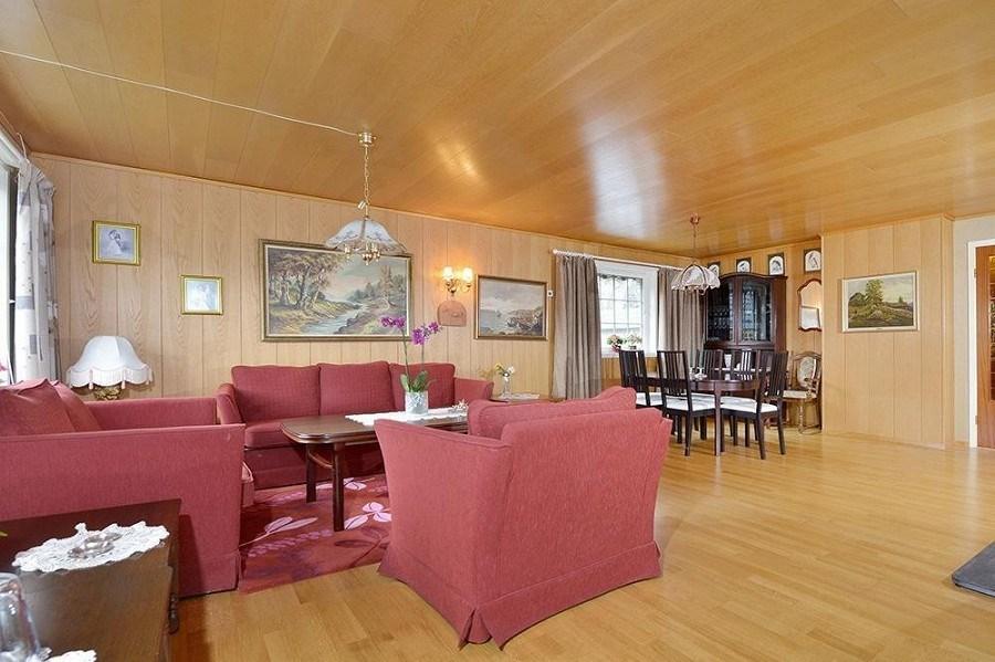 Pusse opp gammel stue med lakkert panel. Male eller sette opp nye tak ...