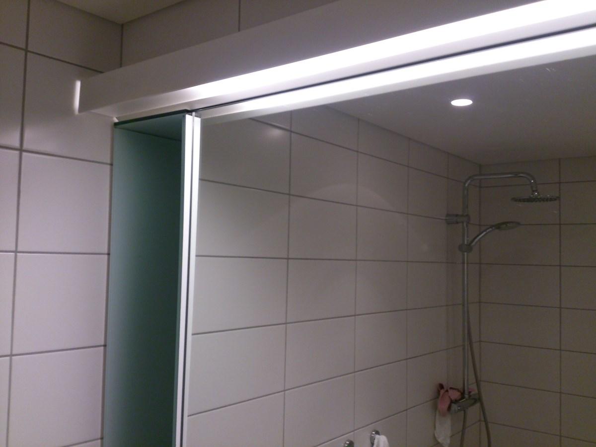 Belysning Over Speil Byggebolig