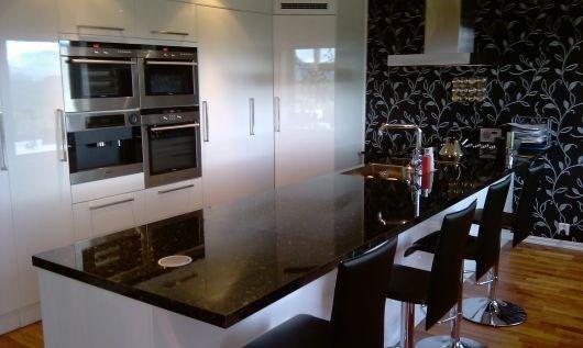 Stikkkontakter nedfelt i benkeplate kjøkken   byggebolig.no