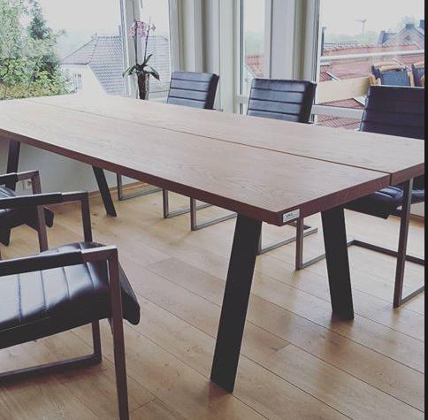 Lages spisebord av brede planker - ByggeBolig