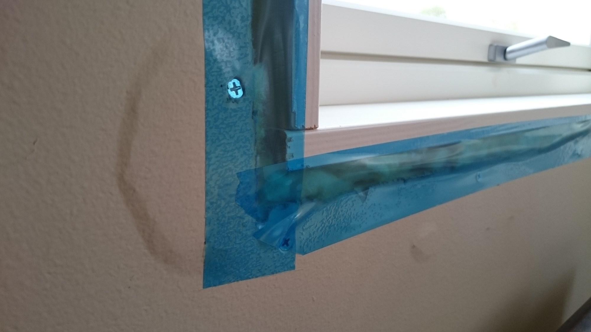 Bul og sprekk i gips etter montering av vindu ByggeBolig