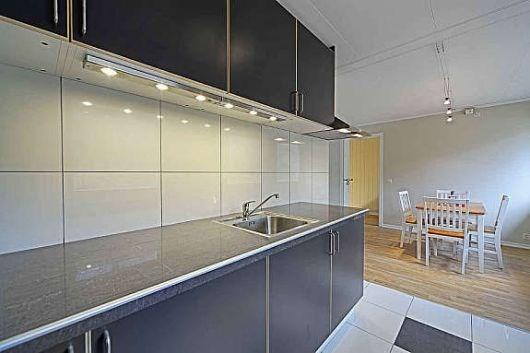 Hva har dere på veggen mellom kjøkkenbenk og overskap?   byggebolig.no