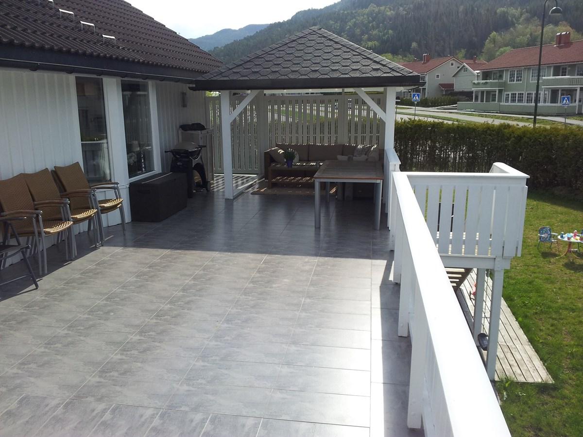 overbygg p sitteplass terrasse har noen tips eller. Black Bedroom Furniture Sets. Home Design Ideas