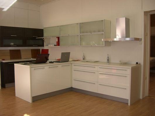 Hvite hvitevarer og hvitt kjøkken! - ByggeBolig
