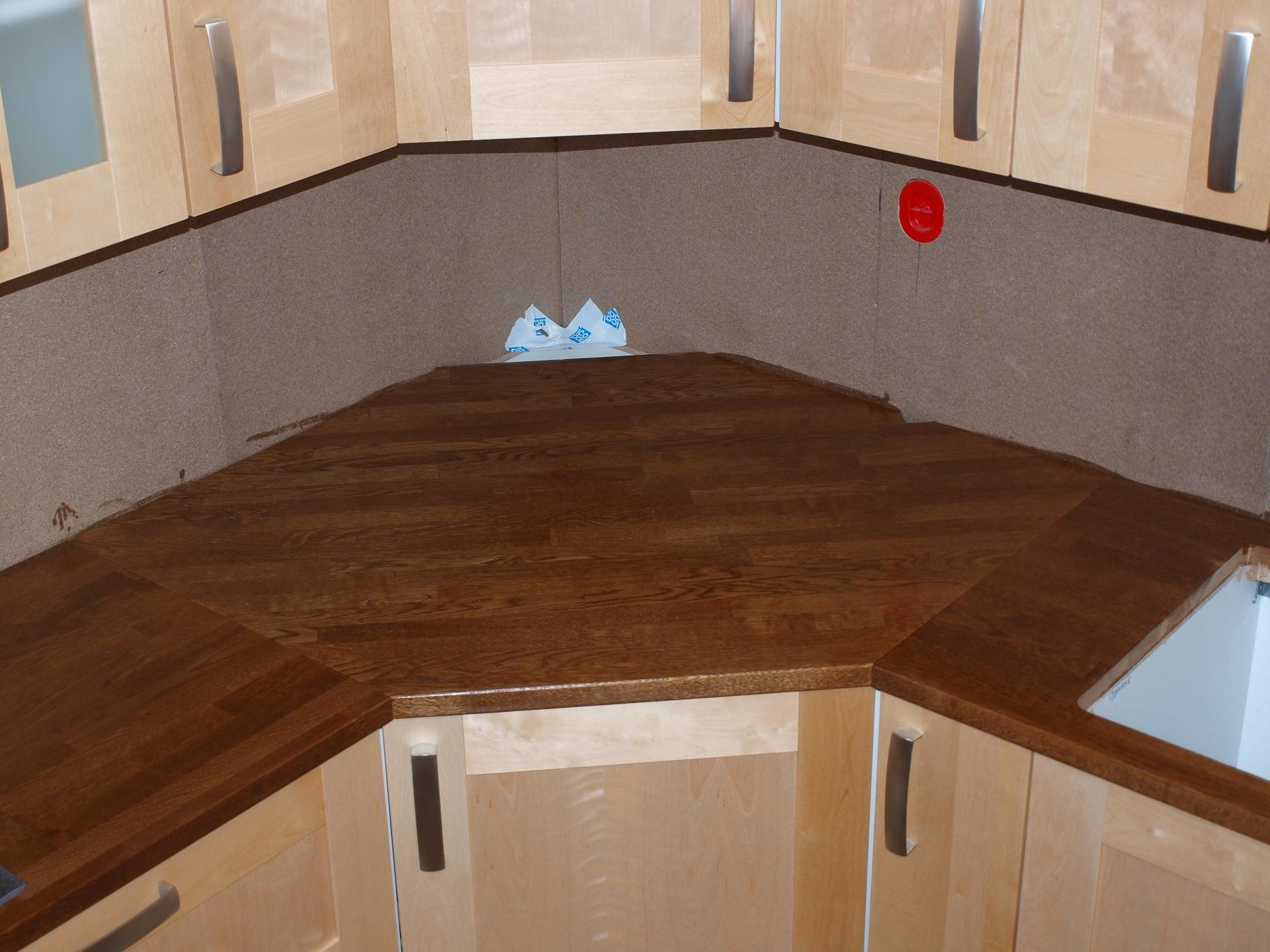 Plassere kjøkkenvask i hjørne - ByggeBolig