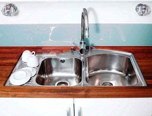 mellom vask og trebenkeplaten noen som har underlimt vask er det ...