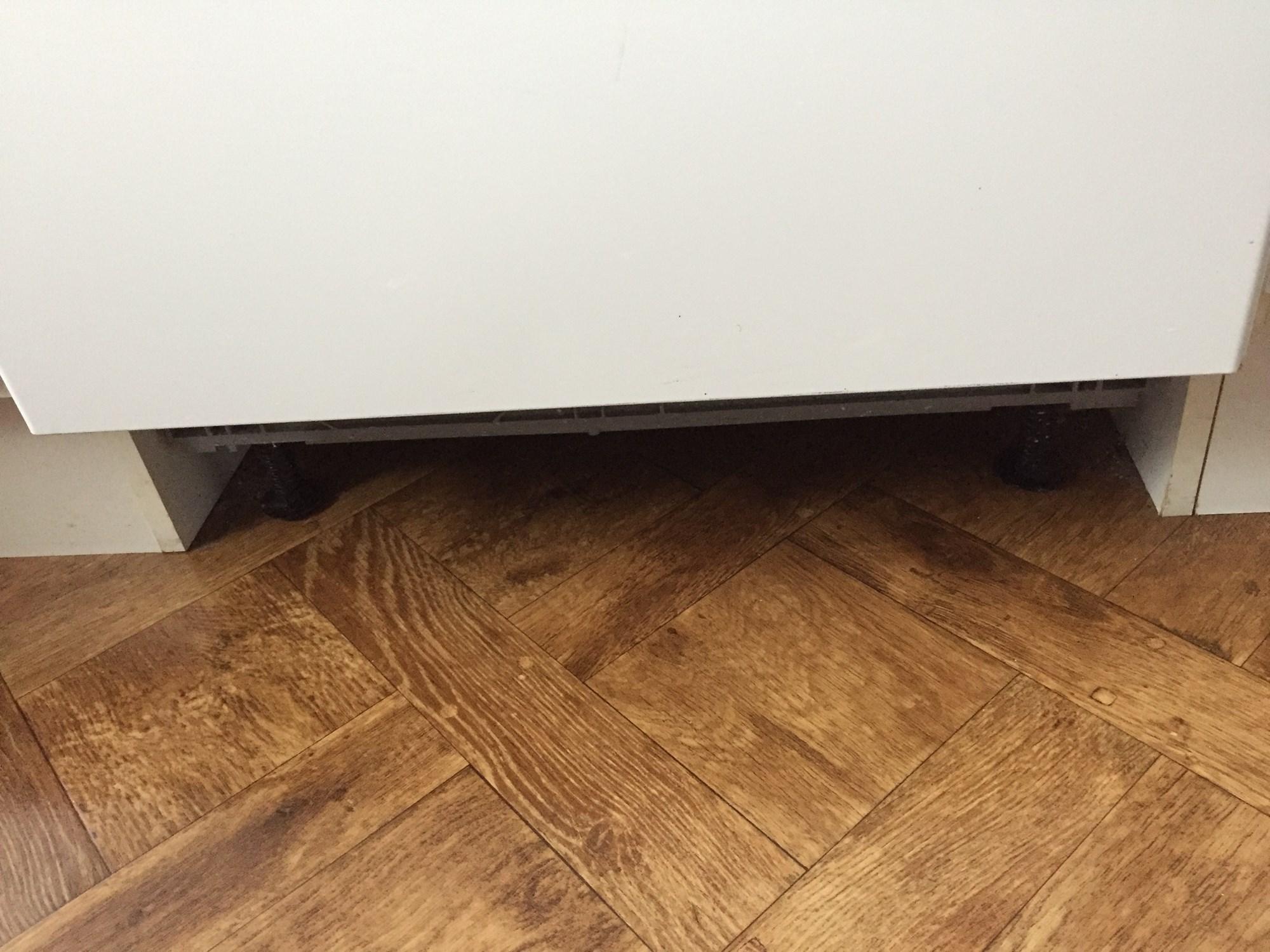 laminat under sisteplate p kj kken byggebolig. Black Bedroom Furniture Sets. Home Design Ideas