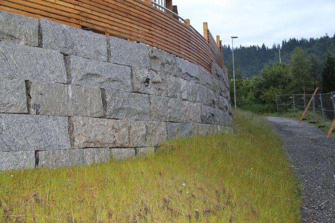 f5e9f7f33 Granitt blokker til støttemur - ByggeBolig