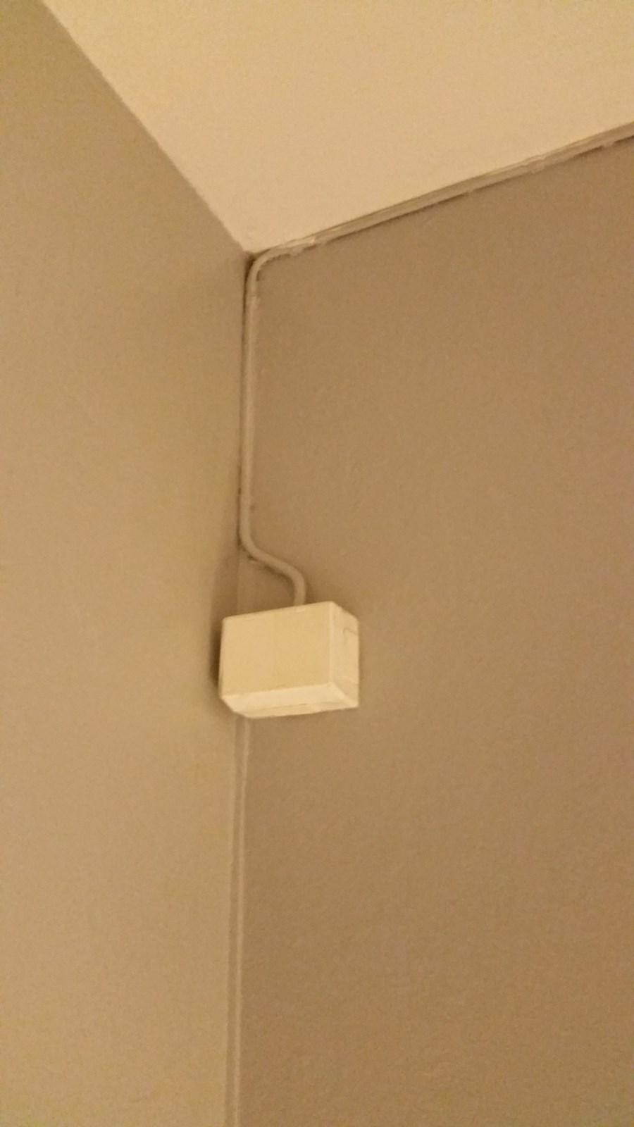 Super Våtrom: Flytte stikkontakt, Fjerne ledning til gammel ovn, Koble RY55