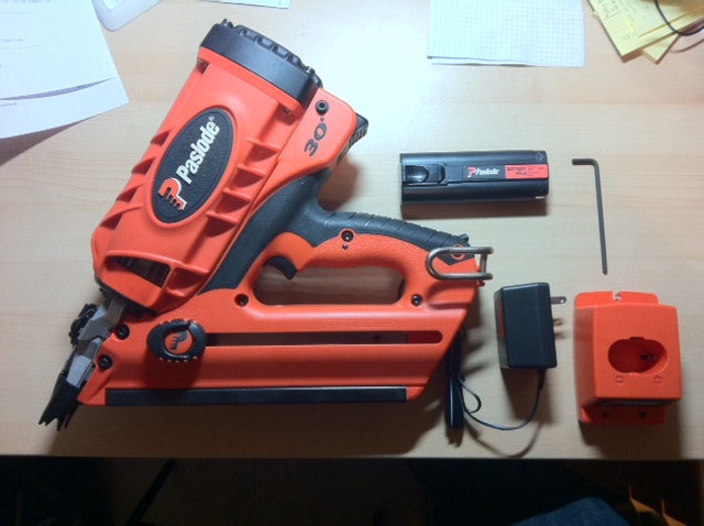 Ny Paslode CF325 med batteri og lader. ByggeBolig